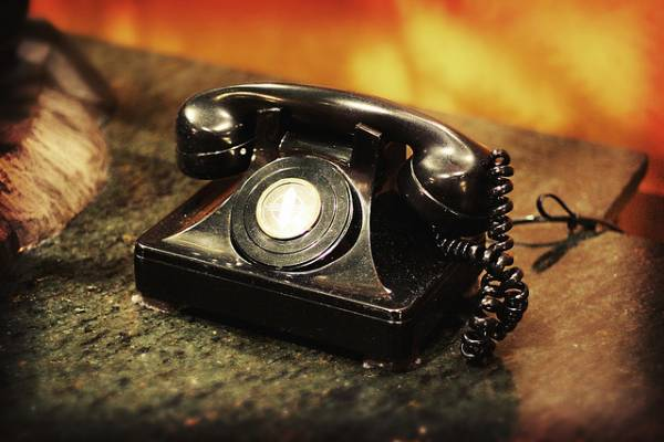 Image of an old fashioned telephone