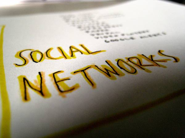 "Image of words that say ""social networks"""